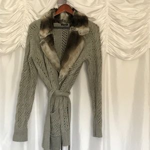 Grey cashmere blend sweater with fur collar.